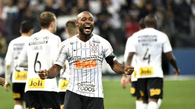 Vágner Love comemora gol em Corinthians x Bahia