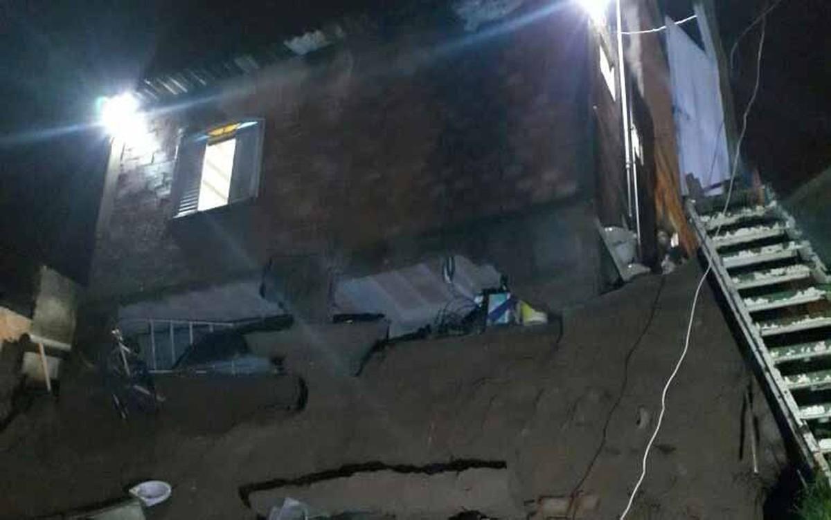 Risco de desabamento compromete casas na Região Norte de BH
