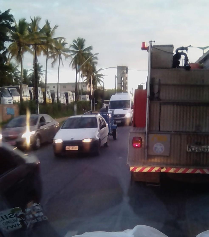 Protesto causou engarrafamento na BR-101, em Igarassu, no Grande Recife, na manhã desta quinta (19) (Foto: Reprodução/WhatsApp)