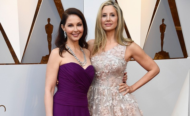 HOLLYWOOD, CA - MARCH 04:  Ashley Judd (L) and Mira Sorvino attend the 90th Annual Academy Awards at Hollywood & Highland Center on March 4, 2018 in Hollywood, California.  (Photo by Frazer Harrison/Getty Images) (Foto: Getty Images)