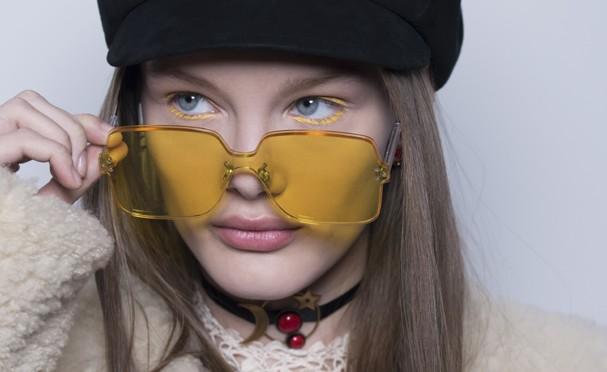 Lápis amarelo primrose no desfile da Gucci de inverno 2019 (Foto: Divulgação)