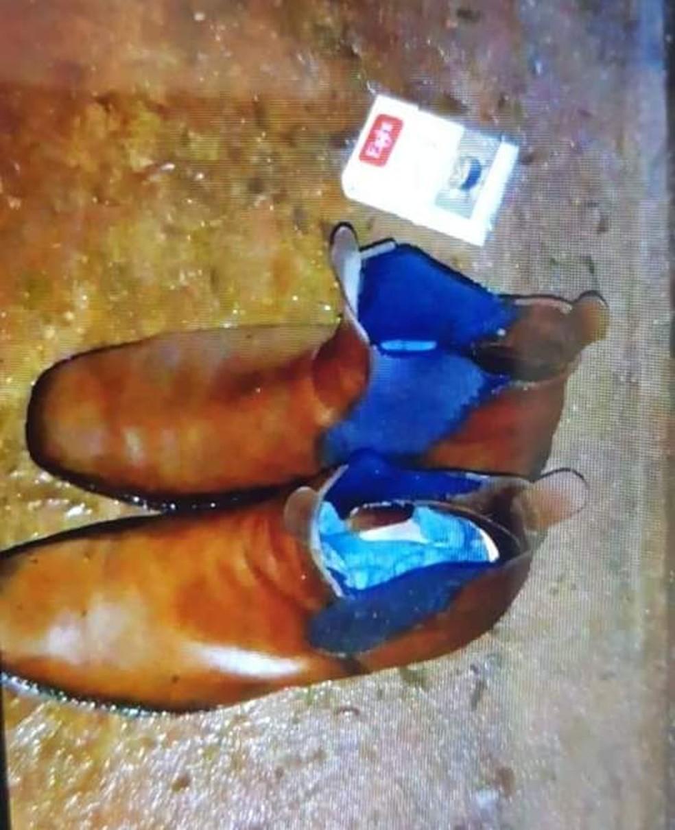 Botas usadas pelo idoso foram encontradas próximas ao rio em Bocaina  — Foto: Arquivo pessoal