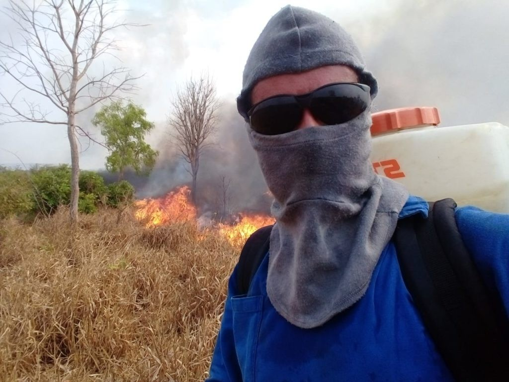 Floresta comunitária é atingida por fogo há 4 dias e assentados apontam incêndio criminoso após invasão de grileiros em MT
