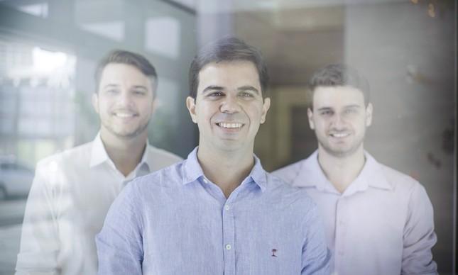 Luís Felipe Carvalho, CEO da Aevo, ao centro