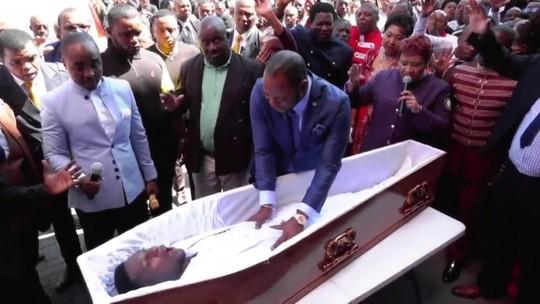 Funerárias processam pastor sul-africano acusado de simular ressurreição