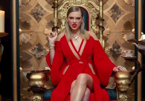 "Taylor Swift em ""Look What You Made Me Do"" (Foto: Reprodução)"