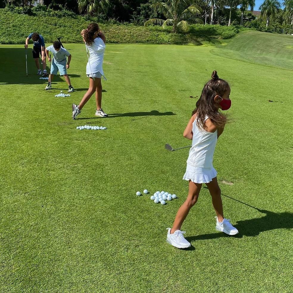 Vin Diesel faz registro da filha jogando golfe — Foto: Reprodução/Instagram