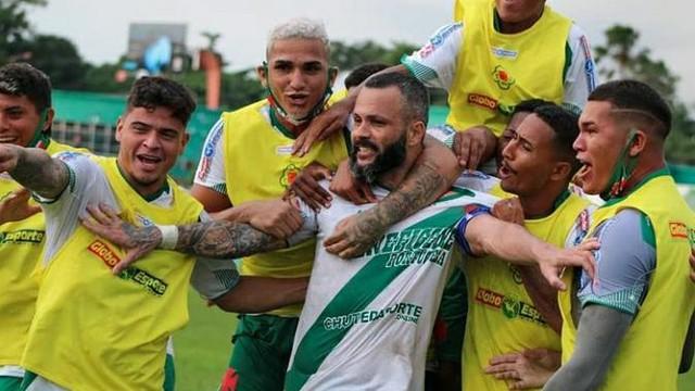 De vilão a herói: Paulo Rangel perdeu pênalti, mas marcou o gol da classificação