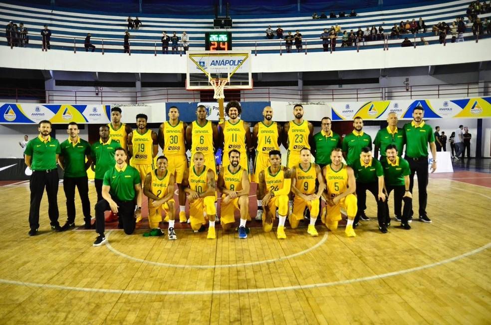 Seleção brasileira de basquete masculina que disputa o torneio de Lyon, na França — Foto: CBB/Divulgação