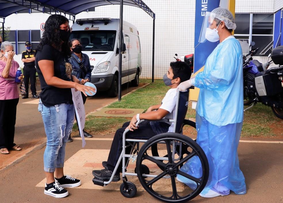 Breno, de 12 anos, passou 7 dias intubado por conta da Covid-19, em Ponta Grossa — Foto: Divulgação/UEPG
