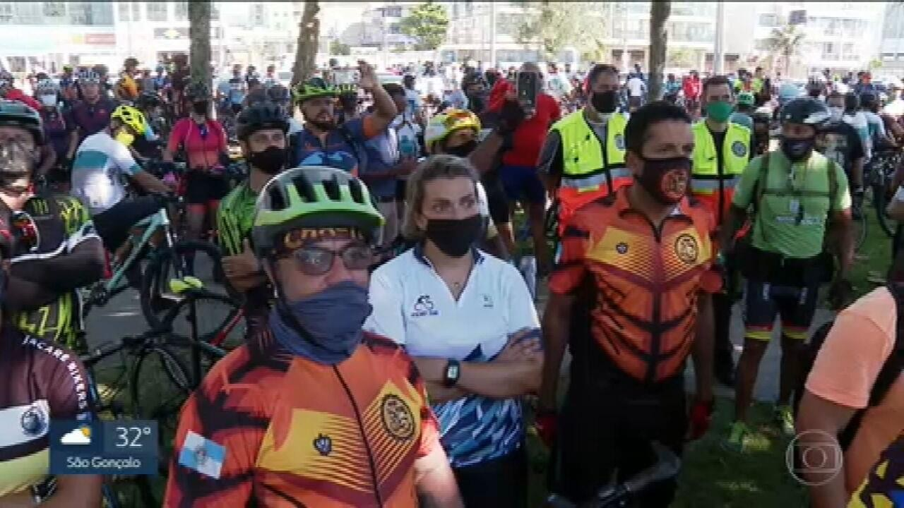 Ciclistas fazem ato em memória de colega atropelado e morto por bombeiro