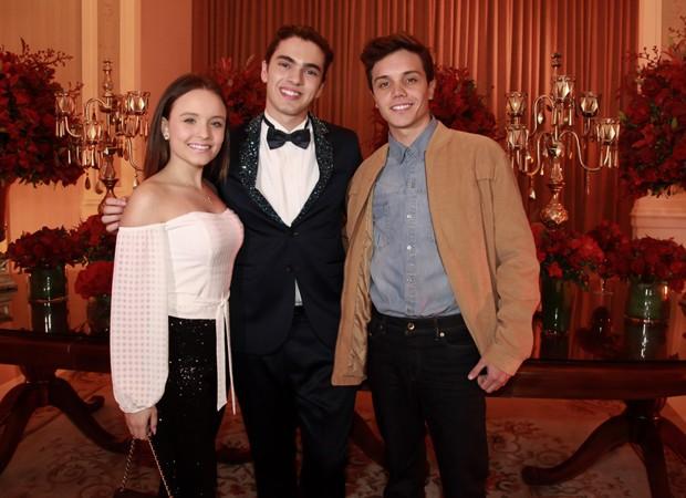 Larissa Manoela, Matheus Lustosa e Léo Cidade (Foto: Marcos Ribas/Brazil News)