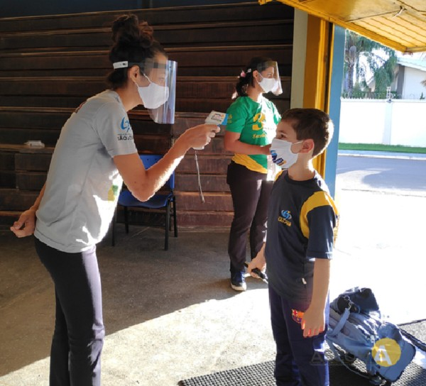 No colégio São José é preciso medir a temperatura antes de entrar  (Foto: Divulgação/ Colégio São José )