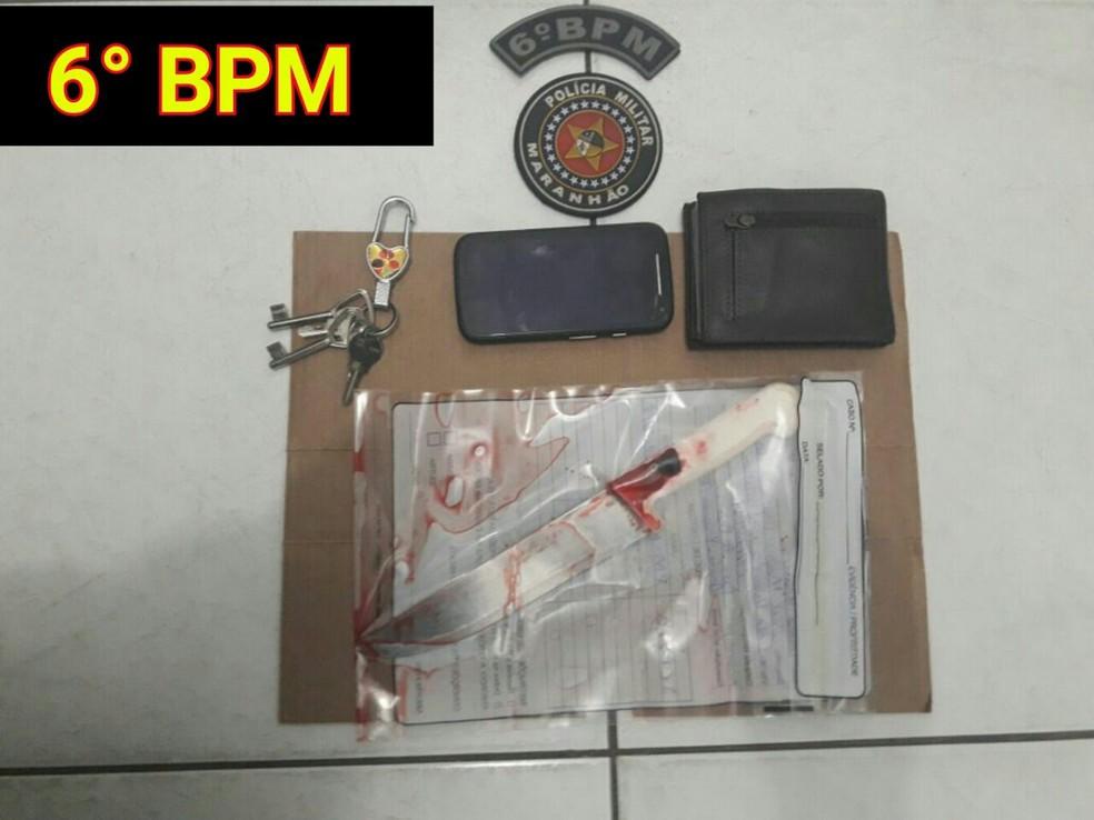 Faca que teria sido utilizada por Joel (Foto: Polícia Militar / Divulgação)