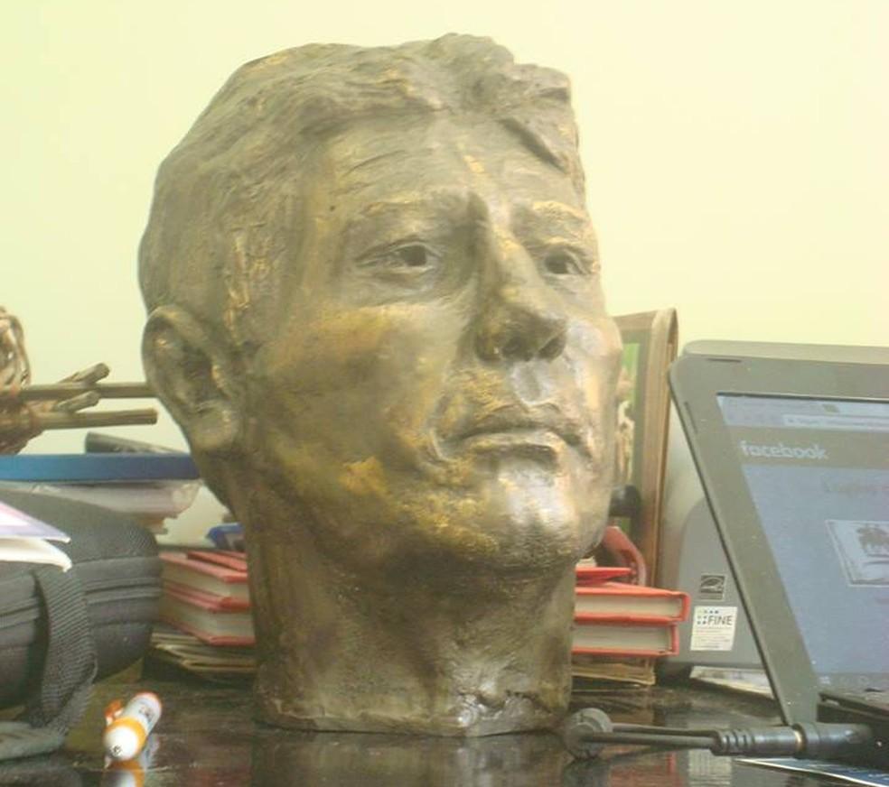 Busto de Renato demorou cerca de 15 dias para ficar pronto (Foto: Arquivo Pessoal)