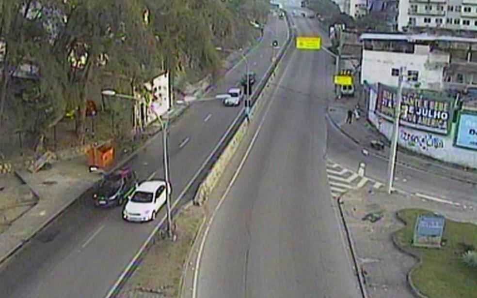 Trânsito na autoestrada Grajaú-Jacarepaguá fluía normalmente na manhã desta quinta-feira (28) (Foto: Reprodução / TV Globo)