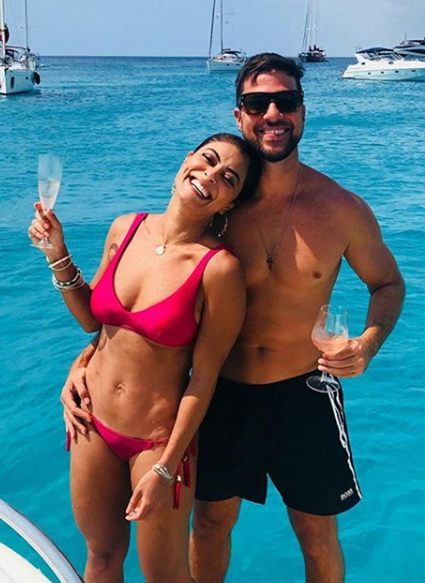 Juliana Paes e o marido, Carlos Eduardo Baptista, em Formentera (Foto: Reprodução/Instagram)