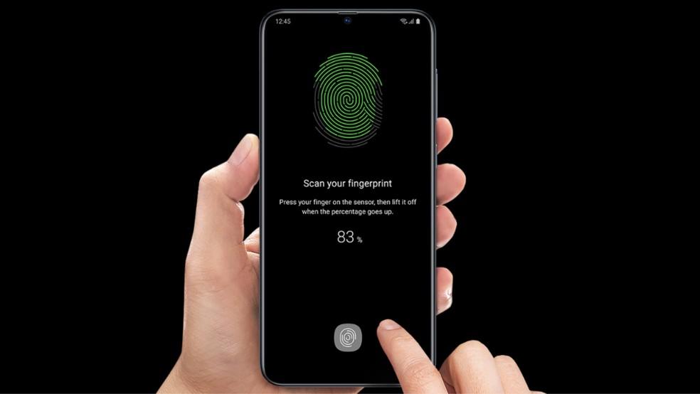 Galaxy A70 possui leitor de impressão digital integrado à tela — Foto: Divulgação/Samsung