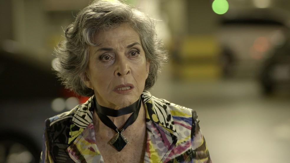 Elvira chama Irene de Solange (Foto: TV Globo)