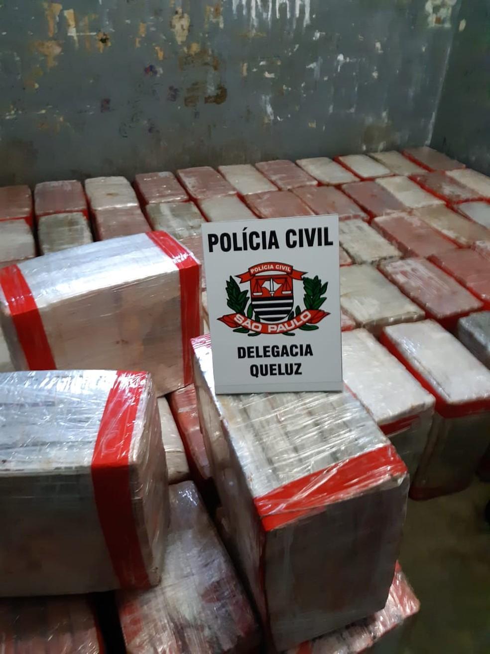 Polícia Civil apreende caminhão carregado de maconha na Dutra em Queluz (Foto: Polícia Civil/Divulgação)