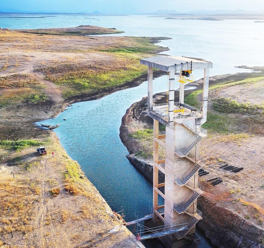 Barragem Armando Ribeiro Gonçalves, maior reservatório do Rio Grande do Norte, tem o mais baixo nível de água desde sua construção  (Foto: Bruno Andrade/BaDroneRN)