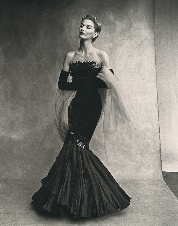 Beleza americana - Lisa Fonssagrives-Penn (1950), com quem  ele viveu por  mais de 40 anos (Foto: Irving Penn)