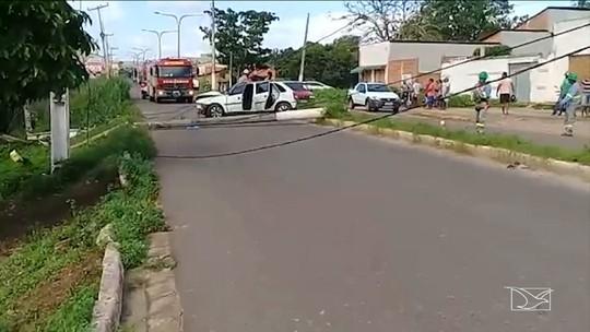Veículo causa destruição em uma das principais vias de Santa Inês