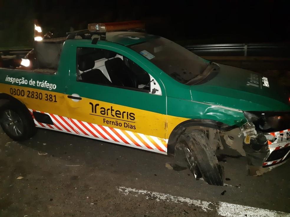 Carro da Arteris também foi atingido em acidente com carreta e bitrem  — Foto: Polícia Rodoviária Federal