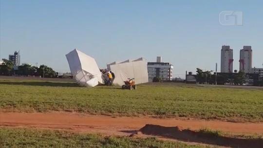 Réplica do 14 Bis cai durante apresentação no Arraiá Aéreo de Bauru