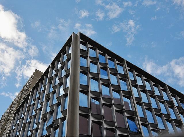 A fachada de fibra de vidro que Percival criou para a sede da empresa, nos anos 70 (Foto: Divulgação)
