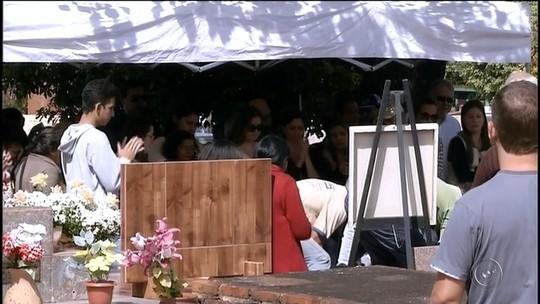Comoção marca enterro do ator Umberto Magnani em Santa Cruz do Rio Pardo