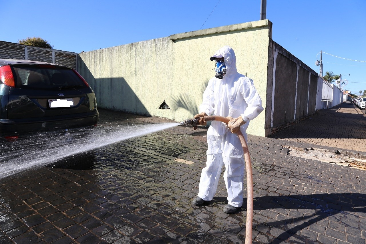 Covid-19: Prefeitura de Araguari realiza desinfecção em pontos da cidade com mais risco