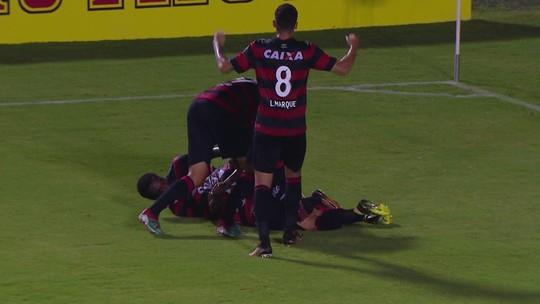 """Mancini comemora classificação do Vitória e avalia: """"Uma equipe que se superou"""""""