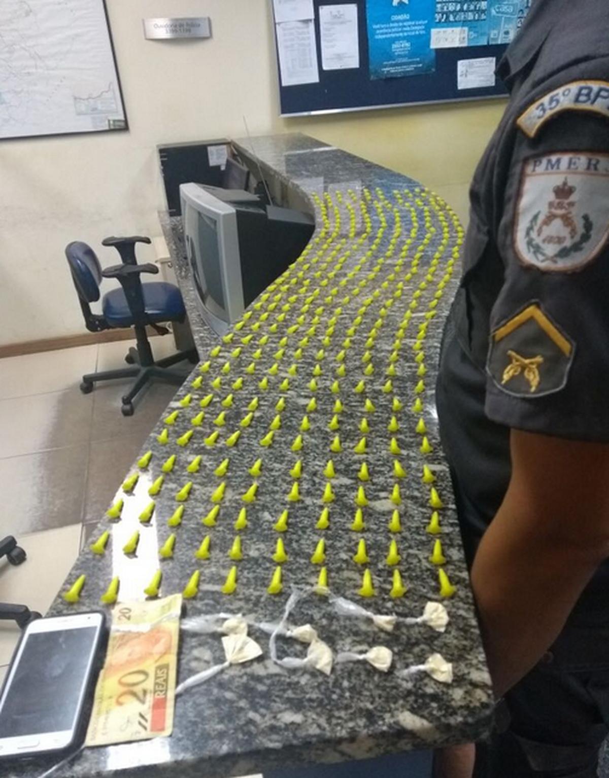 Suspeitos são flagrados com cocaína em Silva Jardim, no RJ