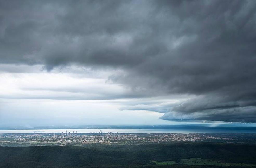 Nuvem carregada chega a Palmas (Foto: Divulgação/Clóvis Cruvinel)