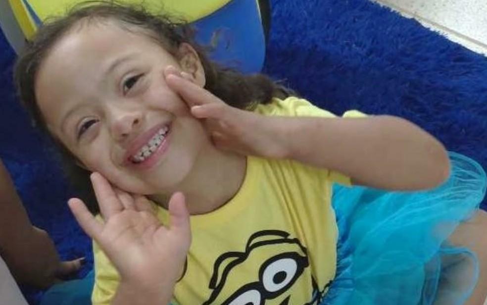 Alice Barros Fagundes ganhou festa dos minions aos 6 anos, organizada e doada por voluntários — Foto: Thaís Barbosa/TV Anhanguera