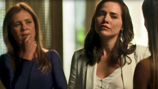 Karola faz proposta para Rosa mentir que seu filho é de Valentim
