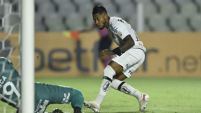 Gol de Marinho em Santos x The Strongest