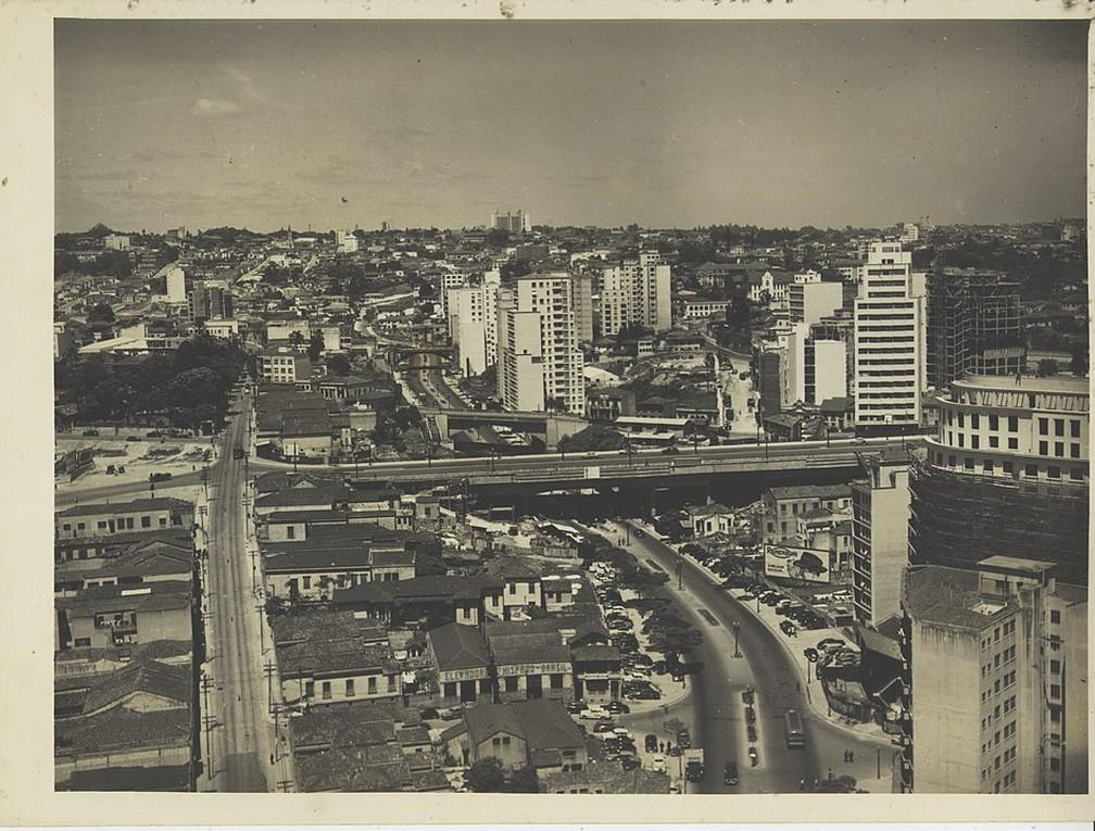 Panorama da Avenida Nove de Julho, no centro de São Paulo, em fotografia de Werner Haberkorn  — Foto: Helio Nobre e José Rosael / Museu Paulista