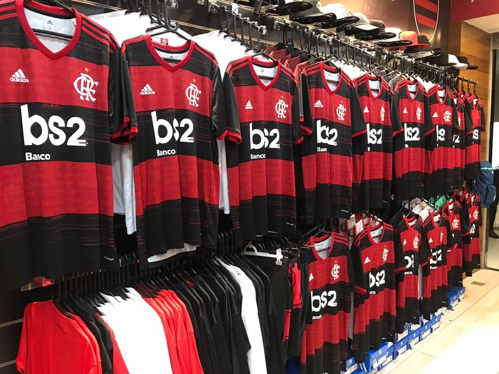 Nova camisa chegou às lojas oficiais nesta sexta-feira — Foto: Divulgação