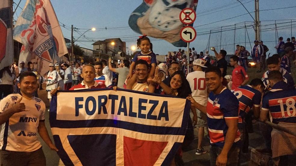 Torcida do Fortaleza faz a festa em Juiz de Fora (Foto: João Bandeira Neto/Diário do Nordeste)