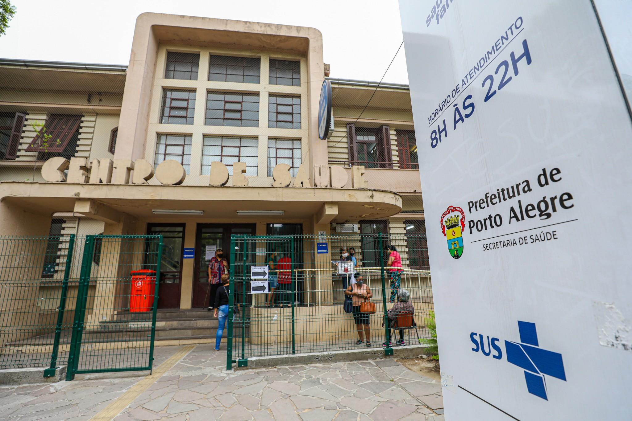 Profissionais de saúde começam a receber 2ª dose de vacina a partir de segunda em Porto Alegre