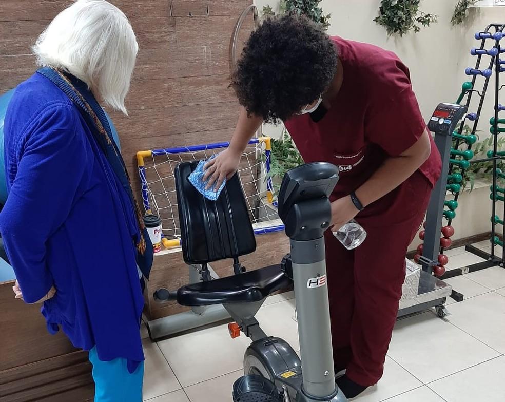 Fisioterapia para idosos, no DF — Foto: 3id/Divulgação
