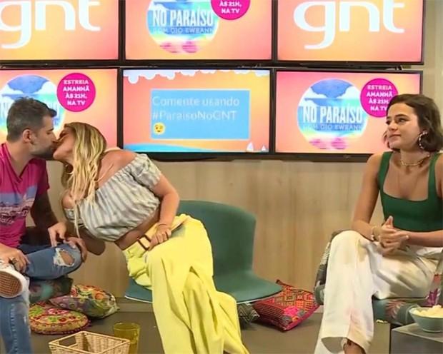 Bruno Gagliasso e Giovanna Ewbank com Bruna Marquezine (Foto: Reprodução/YouTube)