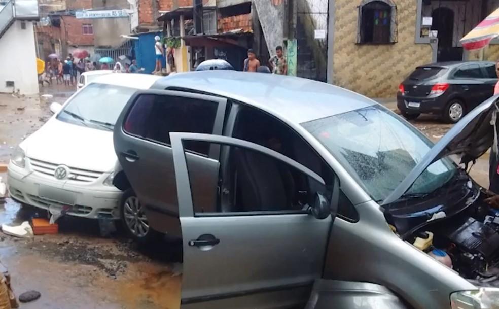 Caso ocorreu após fortes chuvas que caíram na região, na tarde de quinta-feira — Foto: Reprodução/TV Bahia