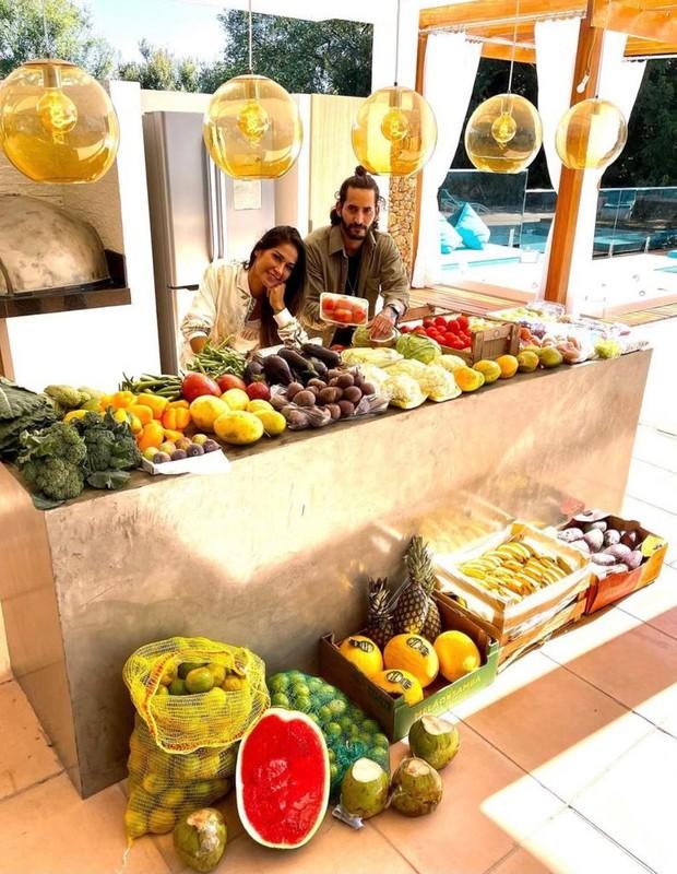 Mayra Cardi com o chef Cosmo Mohammed (Foto: Reprodução/Instagram)