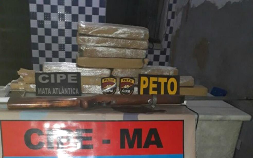 Material apreendido foi encaminhado para a delegacia de Itamaraju (Foto: Divulgação/Polícia Militar)