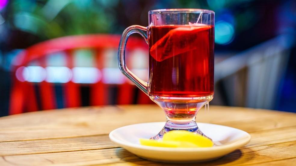 Estudo mostra que chá de frutas ácidas pode corroer os dentes (Foto: Getty Images)