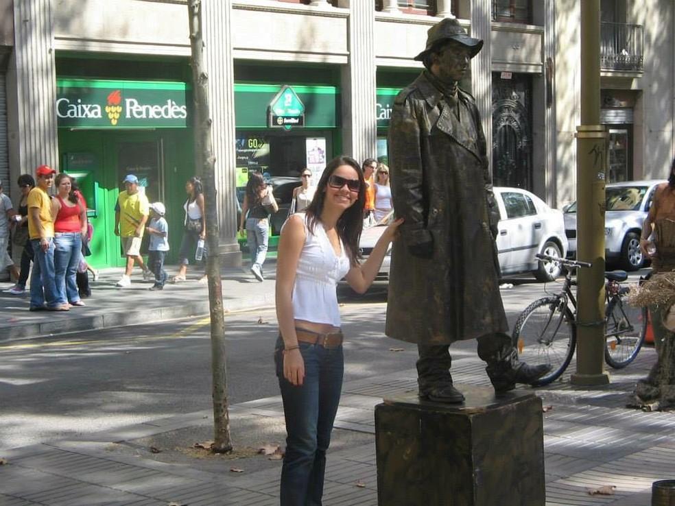 Potiguar Cíntia Peixoto relata tensão em Barcelona; na foto de arquivo ela está próxima a local onde o atentado aconteceu (Foto: Arquivo pessoal)