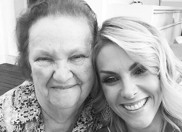 Ana Hickmann e a avó Leonita (Foto: Reprodução/Instagram)